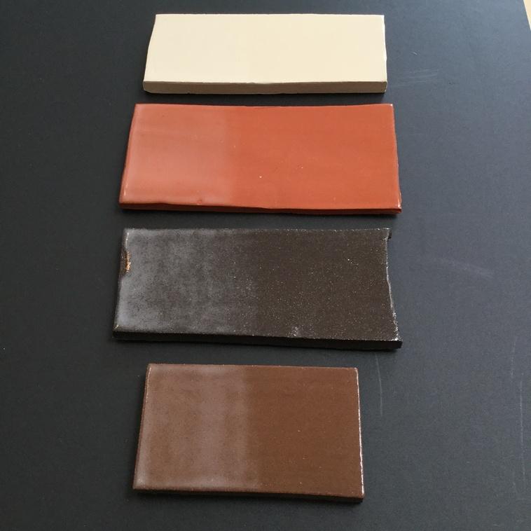 Transparent auf verschiedenen Tonfarben (links 2x / rechts 1x aufgetragen)