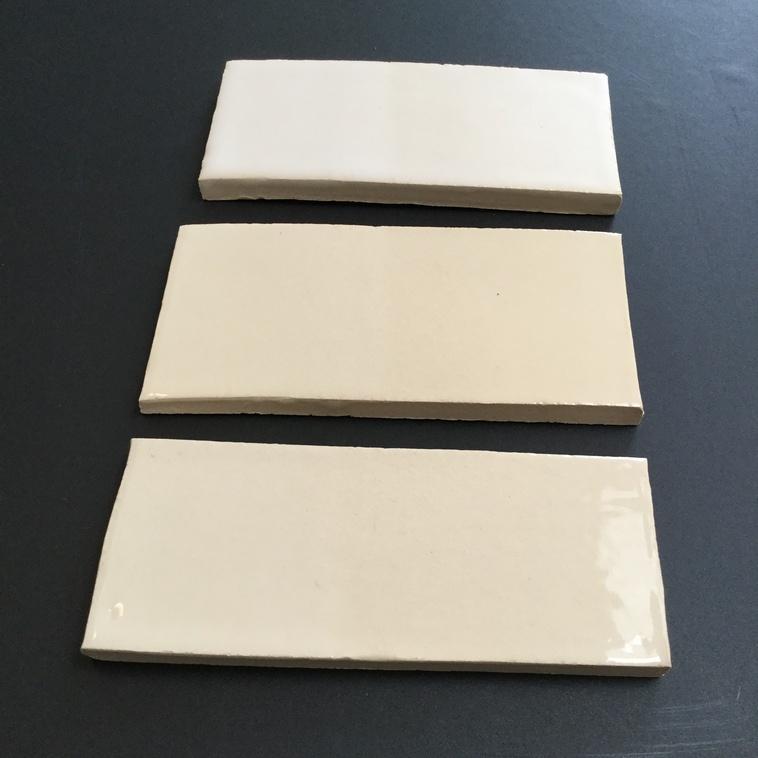 9102, 9106, 9108 (von unten nach oben) auf weißem Ton aufgetragen (rechts 1x / links 2x)