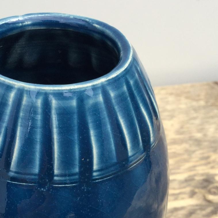 Vase mit Relief, 9225 Mittelblau