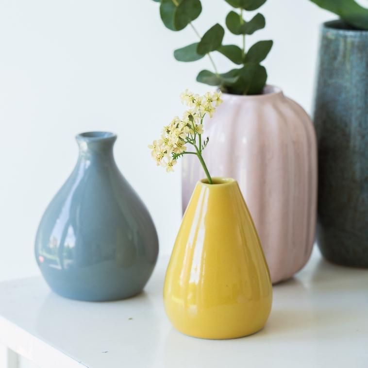 9871 Rapsgelb, Vase